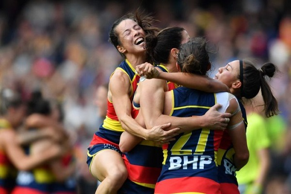 Grand Final sees AFLW smash domestic attendance record