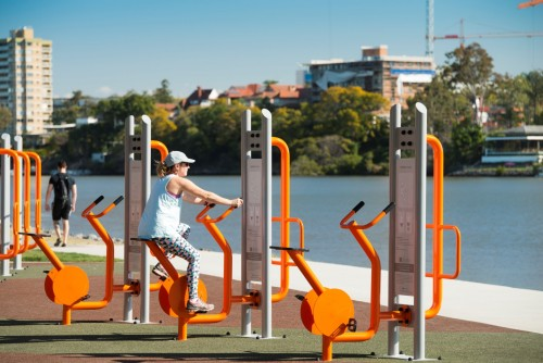 Queensland Government says theme parks, indoor gyms, fitness centres and sports centres 'must close'