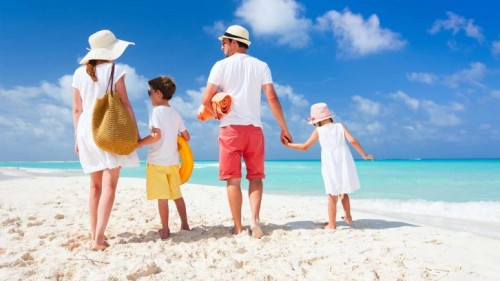 Domestic beach holidays get thumbs up from Australians