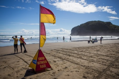 Surf Life Saving New Zealand honours lifeguards for off-duty rescue