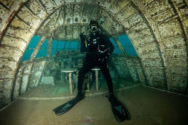 Underwater dive 'theme park' opens in Bahrain