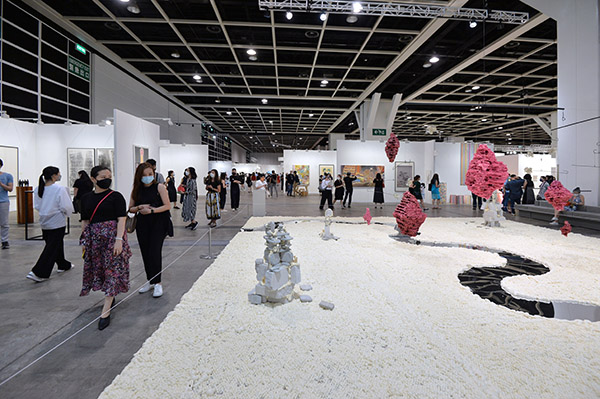 Hong Kong Convention and Exhibition Centre art fairsdemonstrate strong demand for physical events