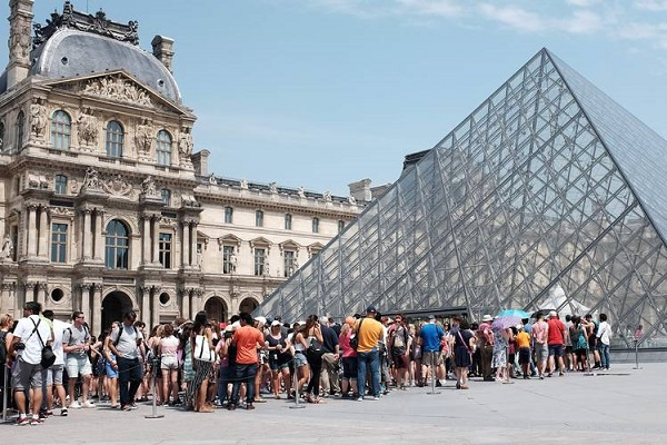 Louvre breaks attendance records as Europe maintains lead in global museum market