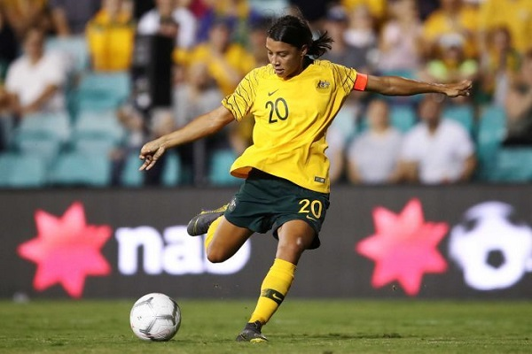 Groundbreaking deal to see pay parity between Matildas and Socceoos