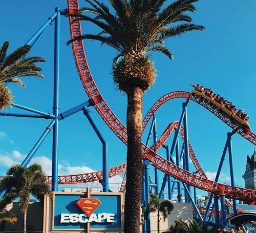 Movie World ends locker hire fees on Superman Escape ride