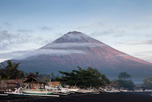 Bali tourism dwindles amid fears of Mount Agung eruption