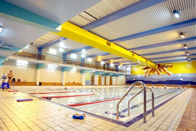 French swimming pool uses sewer warmth for heating