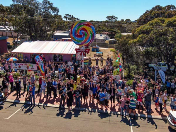 Big lollypop attraction unveiled in Western Australia's Golden Outback