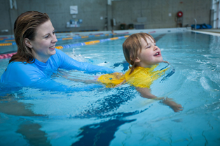 Royal Life Saving calls for mandatory swimming lessons in new national curriculum