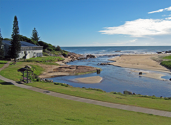 Work commences to prevent erosion along foreshore of South West Rocks Surf Life Saving Club