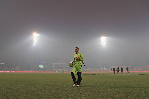 Smoke from bushfires forces abandonment of Big Bash League match in Canberra