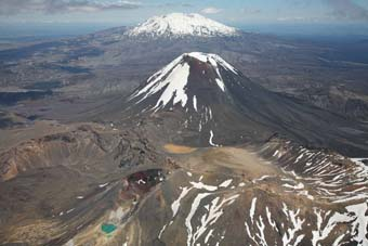 Search for hikers after Mount Tongariro erupts