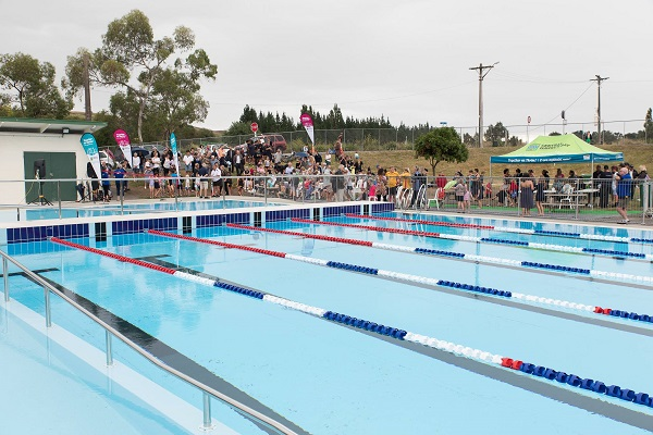 Refurbised Waipawa pool gets official opening
