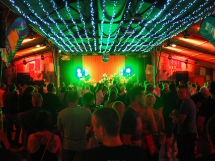 aussie lighting world. Aussie World\u0027s The Shed Entertainment Venue Welcomes First Sell Out Lighting World